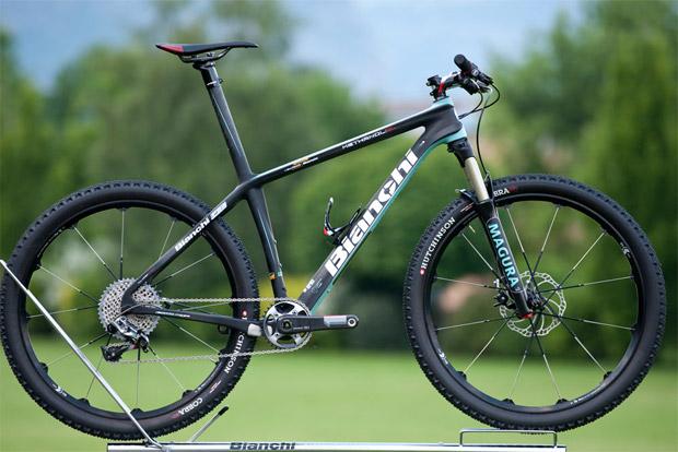 Italiana Bianchi anuncia sua linha 2014 de mountain bikes  2bae6551e3913