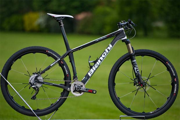 Bianchi 2014 O fabricante de bicicletas italiano Bianchi acaba de anunciar  seus novos modelos de mountain bike para a temporada 2014. Entre as  novidades ... 01232c1b36c3c