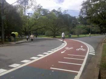Por estranho que possa parecer, a ciclovia do Parque do Ibirapuera pode ser considerada uma ciclofaixa - Foto: Willian Cruz