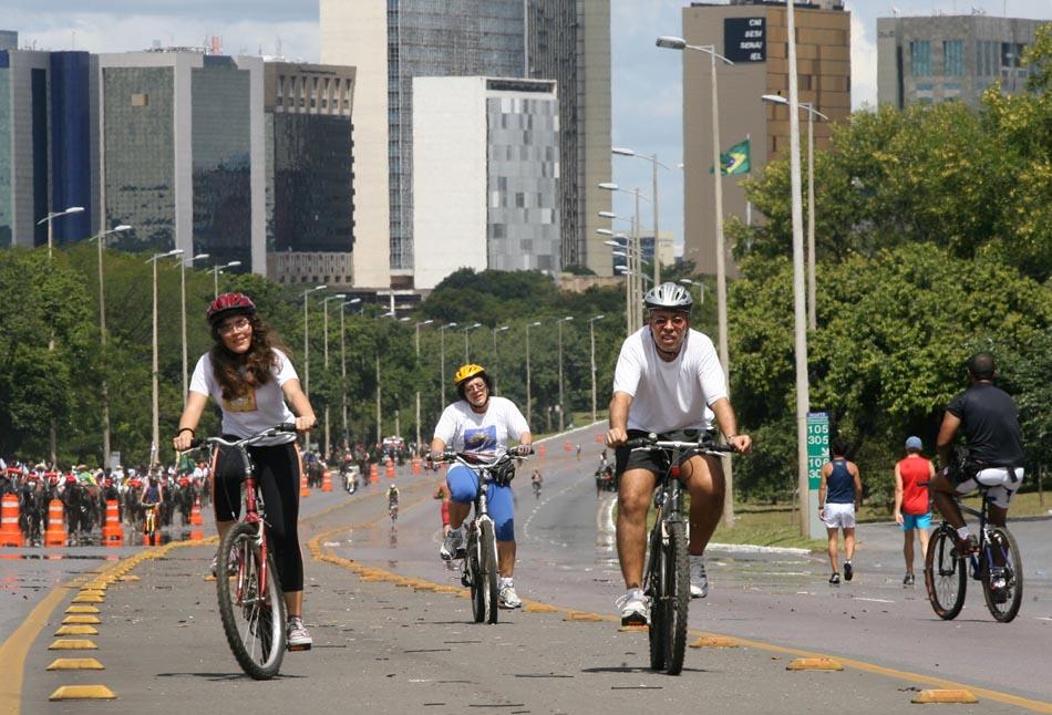 """O Eixão do Lazer, em Brasília, é uma """"ciclovia operacional"""". Foto ..."""
