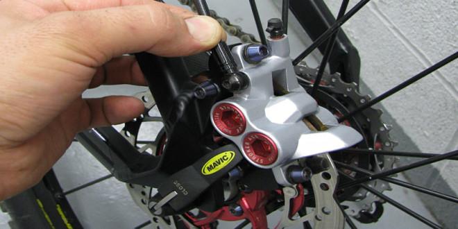 68c401eaad63c Como eliminar os irritantes ruídos dos freios a disco