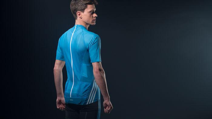 85f9b6329d0ee A marca alemã Adidas, líder mundial na fabricação de roupas e acessórios  esportivos, anunciou esta semana o lançamento da adiZero, a camisa de  ciclismo mais ...