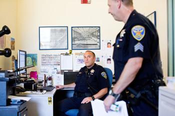 O policial Friedman utiliza o Twitter para publicar fotos de bicicletas roubadas e seus respectivos ladrões - Foto: Jason Henry / The New York Times