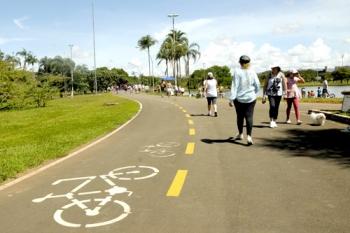Resultado de imagem para estacionamento de bicicletas no parque da cidade brasilia