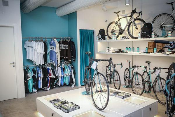 e3cc9bc7b5d Bianchi lança loja-conceito com café e espaço para relaxamento
