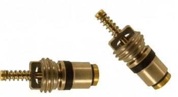 Mecanismo interno da válvula Schrader. Note a mola do obturador em sua extremidade