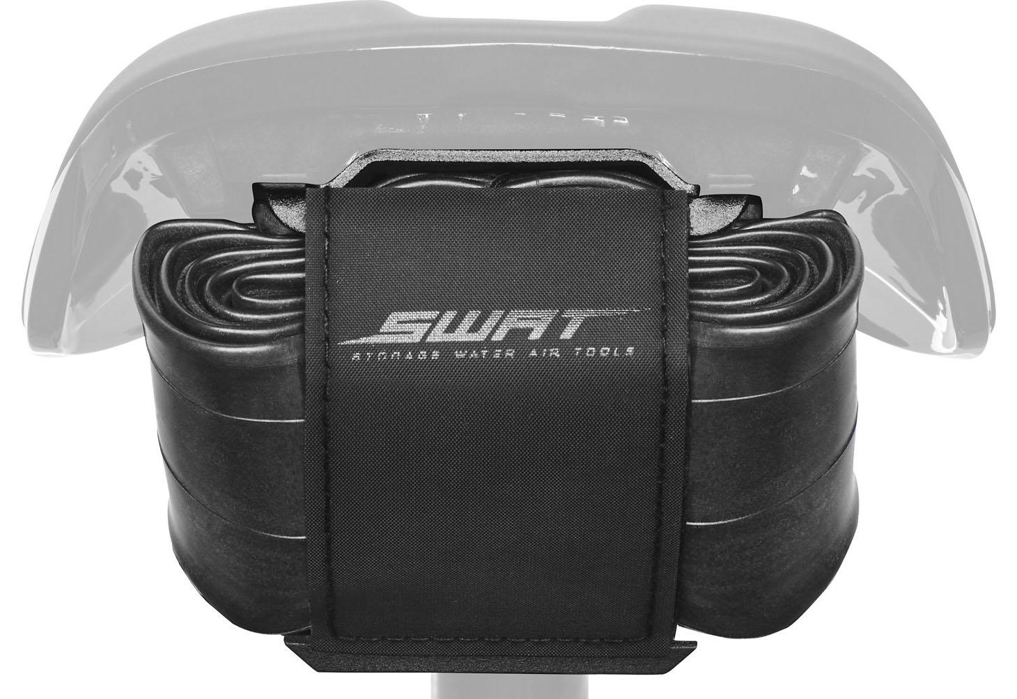 A interface SWAT Mountain Bandit permite armazenar um kit de câmara de ar e cartucho de CO2 diretamente sob o selim Power