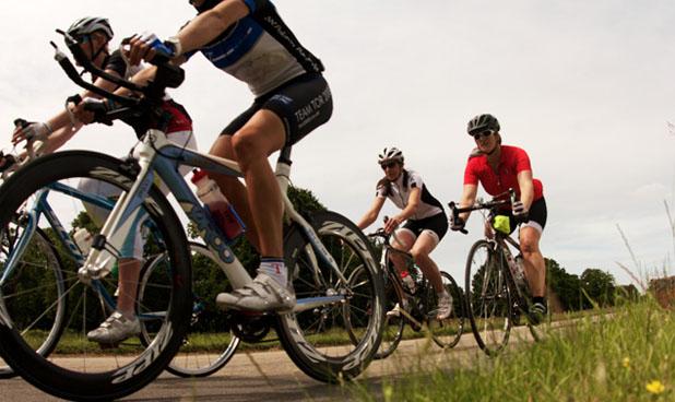 Para os entusiastas, pedalar em pelotão é uma otima opção para aumentar as opções de treino e diversão
