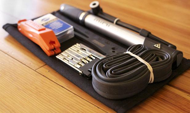 Um bom kit de reparos deve incluir câmara de ar extra e/ou remendos, ferramentas e bomba de ar