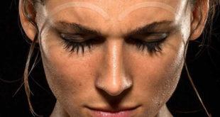 'Sobrancelha' esportiva impede que o suor caia nos olhos durante a pedalada